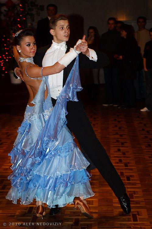 Dancing, standard © 2010 Alex Nedoviziy