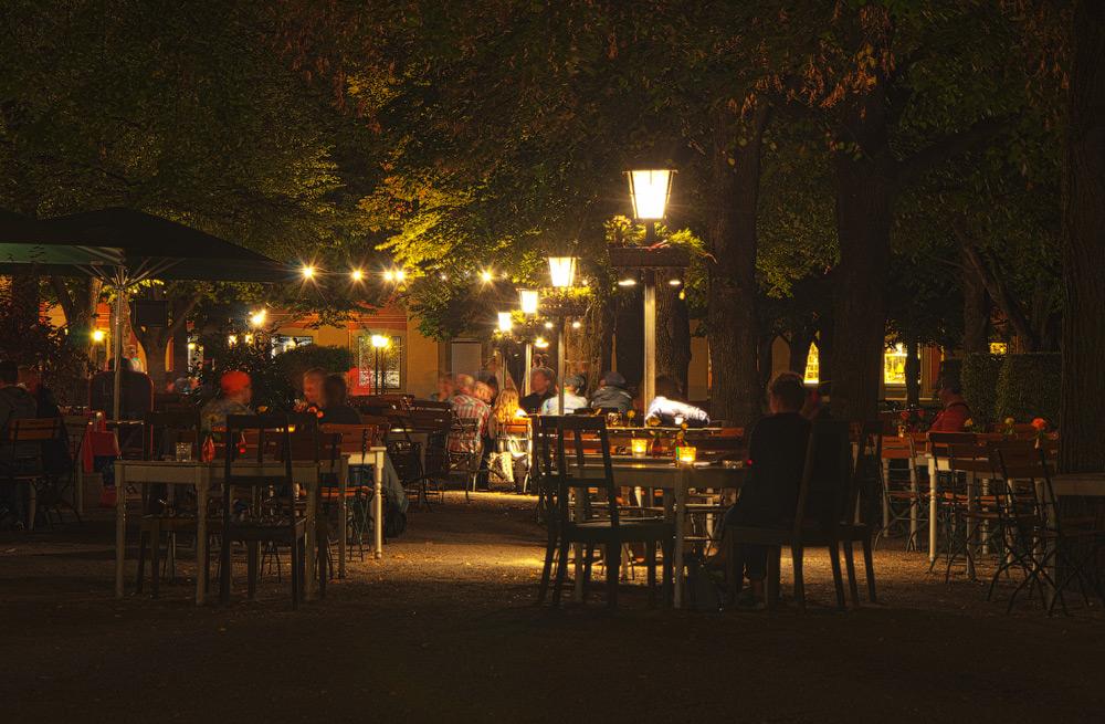 Нарід культурно відпочиває в Хофгартені (Hofgarten). Мюнхен, Німеччина (München, Deutschland) © 2015 Alex Nedovizii