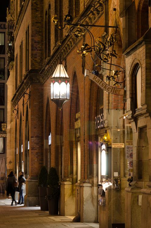 Ніч, вулиця, ліхтар, пивнуха... Мюнхен, Німеччина (München, Deutschland) © 2015 Alex Nedovizii