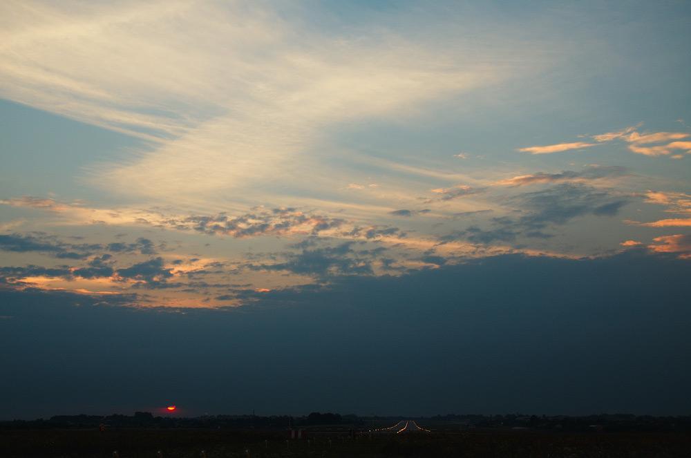 Захід Сонця біля ЗПС аеропорту Львів © 2013 Alex Nedovizii