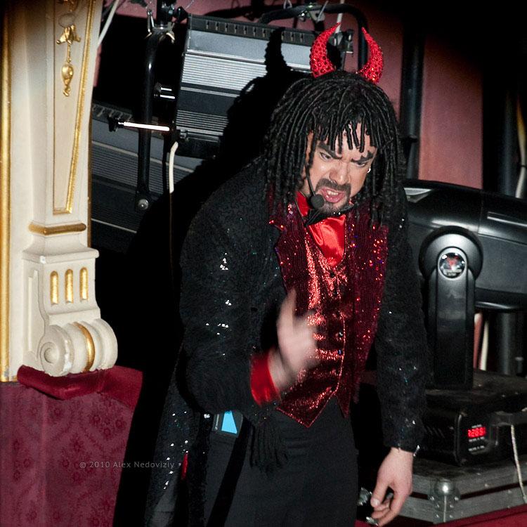 Остап Ступка в роли чёрта на концерте Наше Рождество © 2010 Alex Nedoviziy