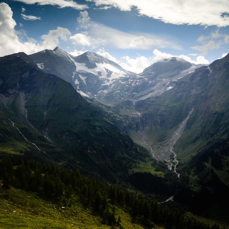 Альпи. Австрія, висотна альпійська дорога Гроссгльокнер. © 2013 Alex Nedovizii