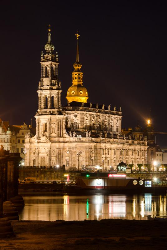Katholische Hofkirche з іншого берега Ельби. Dresden, Deutschland © 2015 Alex Nedovizii