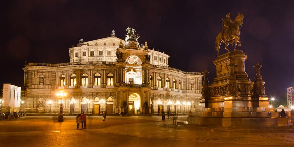 Оперний театр. Дрезден, Німеччина © 2015 Alex Nedovizii