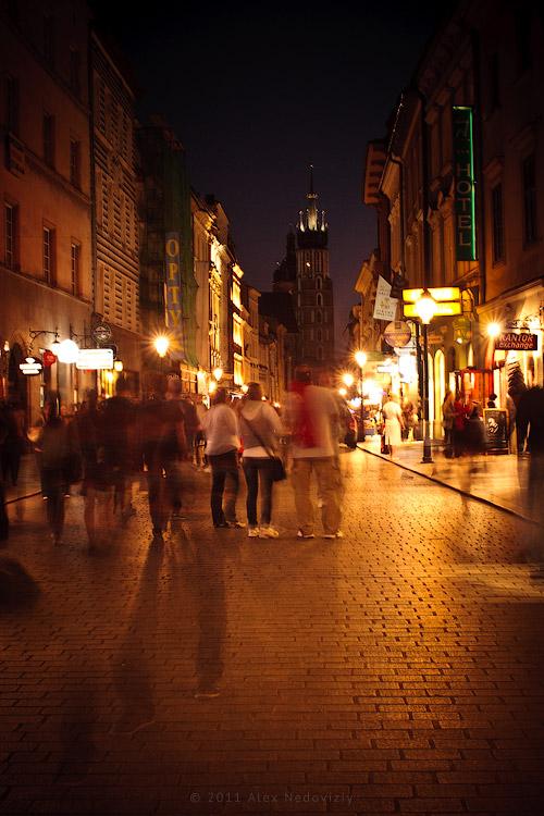 Ulica Floriańska wieczorem, Kraków, Polska © 2011 Alex Nedoviziy