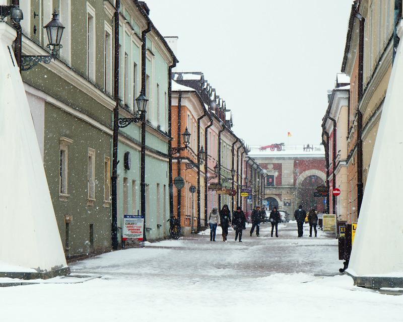 Вид з площі Ринок в бік Цитаделі, вздовж вулиці Гродської. Замость, Польща (Zamość, Polska) © 2013 Alex Nedovizii