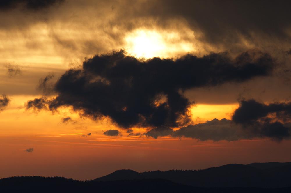 Суворий ранок на полонині Закукул © 2013 Alex Nedovizii