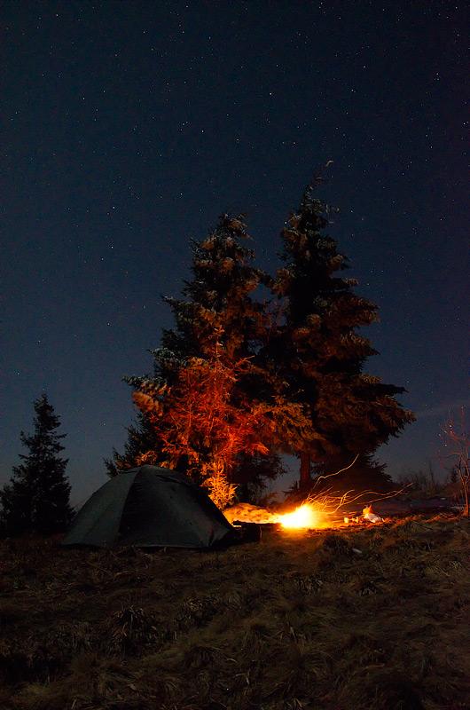 Ніч, гори, намет, вогонь... Карпати, Львівська область, Україна © 2014 Alex Nedovizii